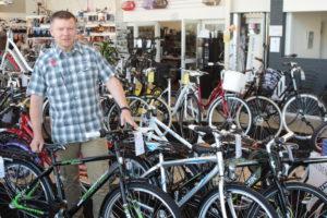fri Bikeshop sætter 8 børnecykler på auktion og sender pengene til En God Jul for Alle.