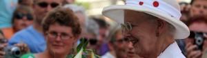 Dronningen og Prinsgemalen hilste på folk i Gråsten.