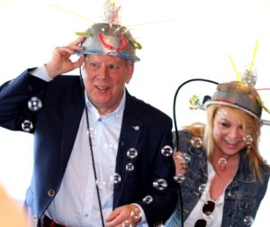 Direktør Leif Maibom og hans lærling Trine Gadeberg.
