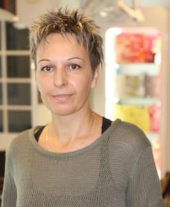 Carmen er klar til at fikse din frisure i Salon Manhattan.