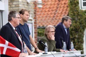 Erik Lauritzen, Stephan Kleinschmidt, Aase Nyegaard og Peter Hansen frøs under debatten i Augustenborg.