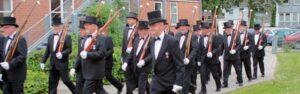 Skyttebrødrene er kendt fra den årlige fest, hvor de kommer marcherende gennem byen. Resten af året arbejder de lystigt på at tjene penge til foreningen.