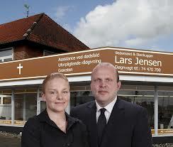 Lars Jensen og fruen, da forretningen blomstrede - inden mordforsøget i november 2012.