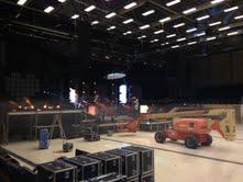 Inden koncerten skal tonsvis af udstyr placeres i helt bestemt rækkefølge.