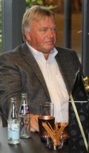 Sven Aage Kjær kunne lægge ører til, der er gjort meget for, at han ikke blev revydirektør.