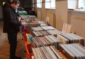 Der blev bladret grundigt gennem pl-samlingerne, hvor der måske lige stod et eller andet med ens drømmemusik.