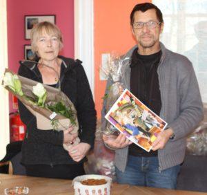 Ruth Malle overrækker Årets Pris til Ole Kæhler.