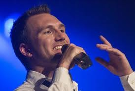 Christoffer Brodersen synger i Augustenborg søndag.