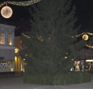 Torsdag aften var juletræet uden lysets glans.