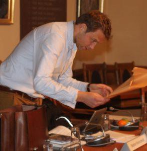 Stephan Kleinschmidt lover at henvende sig til Unge for Ligeværd og Produktionshøjskolen.