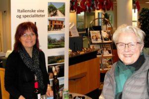 Vera Bender sikrer sig et glas vin i Sydbank.