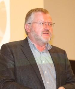 Vicedirektør Hans Lehmann fra EUC Syd tog imod håndværkerne til Byggemessen.