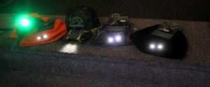 Huer og caps bruger de små, billige batterier.