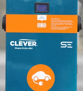 Fra tirsdag  kan el-bilister få ladet batterierne ved Alsion.