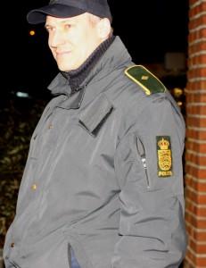 Yahya Hassan mandsopdækkes af PET og ordenspolitiet.