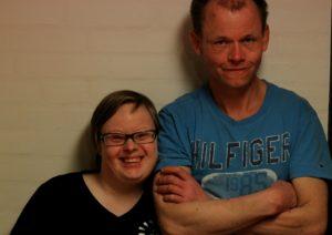 Tine og Henrik er bare vilde med sang. Henrik kan li' det hele, mens Tine mest er til Poul Krebs.