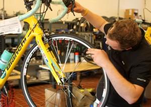 Så er der sat et bedre dæk på cyklen og det er lig med færre punkteringer.