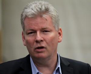 Lufthavnschef Anders Sørensen fortæller om livet for 300 ansatte på hans arbejdsplads.