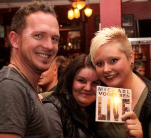 Her har Michael Vogensen lige solgt sin første cd.
