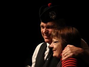 Bjørn Allerelli og Berit Nydahl på scenen i Sønderborg Teater.