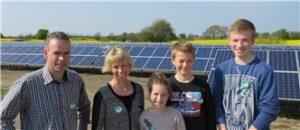 Familien Wildenschildt henter masser af energi fra solen over Gråsten.