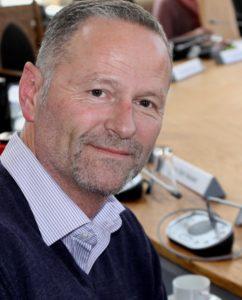 Ole W. Stenshøj forklarer faldet i ledigheden med, at flere ledige er omstillingsparate og samarbejdet mellem kommune og erhverv er også en del af hans forklaring. <div class=