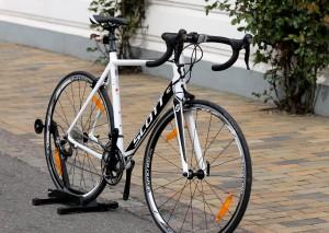 Skal kæresten have flotte ben, så er opskriften at få ham til cykle hurtigt og langt på en virkelig god racercykel.
