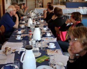 Generalforsamlingen blev suppleret med kaffe og brødtort i Café Brag.