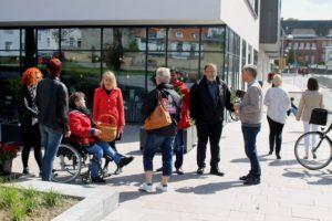 Christel Schaldemose får god hjælp af lokale partimedlemmer,