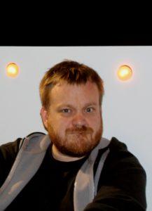Jesper Hansen bruger 300 lamper for at lave det rigtige lys til Sommerrevyen.