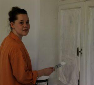 Louise Vibe Norup håber, at hun kan komme til ferniseringen og fortælle, at hun er kommet ind på Kolding Designskole.