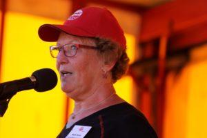 """Ruth Holm, Årets Kvinde, sender første hold rigtige """"Lady Walkere"""" afsted præcis 18:30."""
