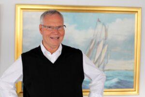 Restauratør Erik Brag frister med fiskebuffet sommeren igennem.