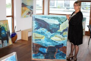Når Inge Olsen er i Sønderborg, så er det på husbåden sammen med alle billederne.