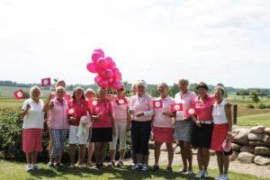 De lyserøde damer sørgede for, at alt var klar til at alle deltagere kunne få en dejlig golfdag.