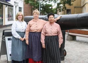 1864-damerne fra Turistkontoret er klar til at fortælle om weekendens mange små arrangementer, der alle er en del af 1864.
