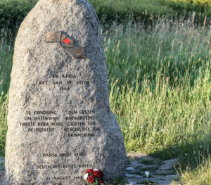 Her er stenen, der minder os om den allerførste aktive indsats fra Røde Kors.
