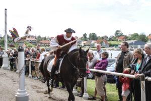 Nu kan de historiske ryttere også få naturoplevelser fra hesteryggen.