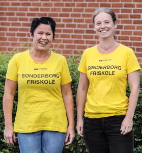 Lone Hauch Jepsen og Irene Reinkvist fra Sønderborg friskole, sider klar til at skrive dit barn ind til et herligt skoleliv.