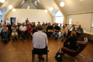 Omkring 50 deltog i Venstres debatmøde: Den varme Stol. <div class=