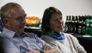 Erling Lundgaard og Inger Plauborg lytter og lærer.
