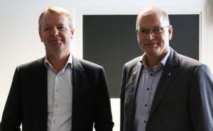 Niels Duedahl bliver budt velkommen af Claus Klaris.