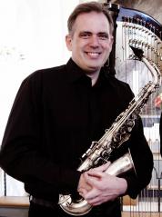 TorsdagsCafé med Kasper Hemmer Pihl og hans saxofon. <div class=