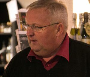 I Wohlenberg kan personalet sagtens nænne at sælge Pipes & Drums egen whisky.
