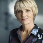 Hanne Vibeke Holst kommer til Knøs' Gaard fredag den 21. november.
