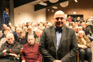 Folketingskandidat Jan Callesen foran de vælgere, som han ønsker at repræsentere på Chritiansborg.