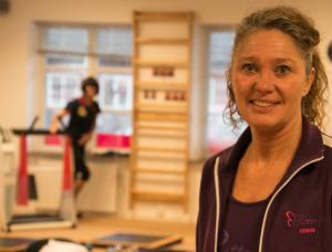 Anita Solander Bruss er uddannet til at undervise i aerobic, fitness og løb - og er selv i forrygende form.