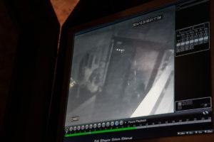 Videoen viser nok til, at ejeren af Mongolian Barbeque kan genkende gerningsmanden. <div class=
