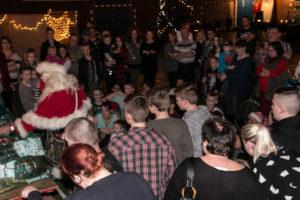 Når børn holder jul, så kommer der selvfølgelig en rigtig julemand med gaver.