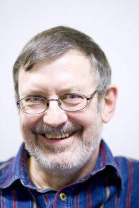 Flemming Nielsen har succes med at underholde på synnejysk. <div class=
